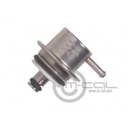 2.5 bar miniature regulator for fuel rail mounting